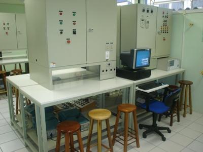 Bancadas didáticas do laboratório